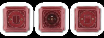 Červené retro vypínače a zásuvky vyrobené z porcelánu. Jsou hranaté a zdobené ručně připravenou linkou. Mulier Jindřich.